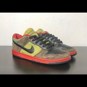 Nike Dunk Low Sb asparagus size 10